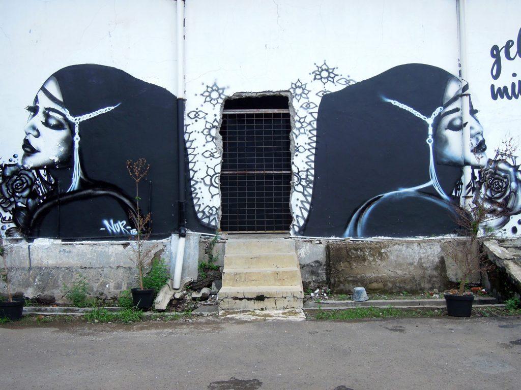 karya mural oleh NUR