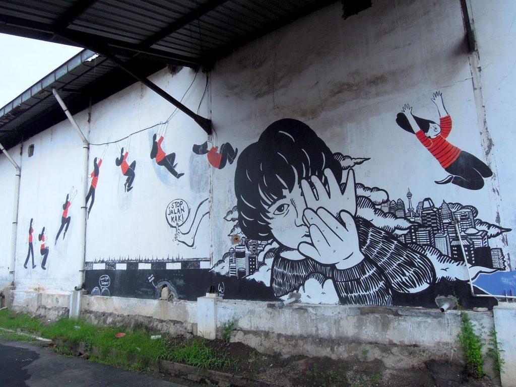 karya mural oleh wonderyash dan sanchia